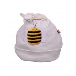 Кремовая шапочка с пчелкой